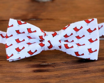 Boys cardinal bow tie - red birds on white cotton bow tie for infant, toddler, child, little boy bow tie, first birthday bow tie, smash cake