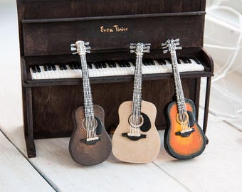 Realistic Miniature doll house 1:12 scale guitar for dolls