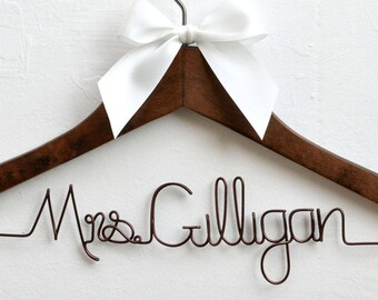 Personalized Bridal Hanger,Personalized Wedding Hanger,Unique Shower Gifts, Custom Wire Name, Bridesmaids Dress Hanger, Wedding Dress Hanger