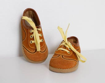 vintage 1970s baby boy shoes unused camel color retro kids