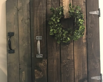 barn door decor, farmhouse decor, rustic barndoor, rustic decor,