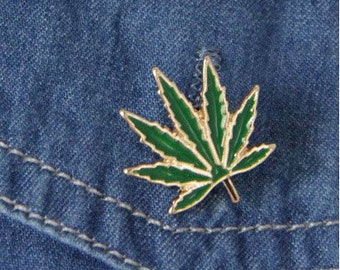 Enamel Green 7 Pointed Leaf Pin