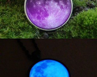 Glowing Necklace Purple Moon / Glowing moon / Pink Moon / Glow in the dark / Moon Necklace / Moon Pendant / Moon Jewelry / Glowing Pendant