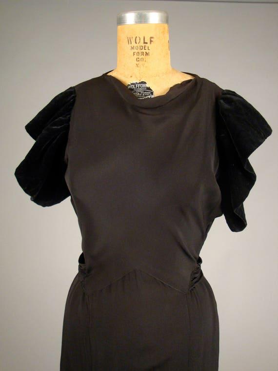 1930er Jahre schwülen schwarzen Cocktailkleid Jahrgang 30er