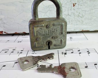 Little Vintage Squirt Lock with 2 Keys