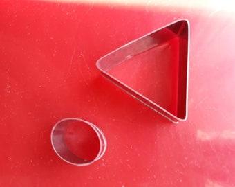 Deux emporte pièces speciale fimo un grand triangle et un petit ovale