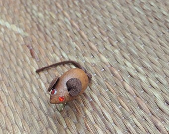 vintage 1950s tiny wood mouse brooch