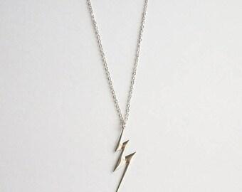 ON SALE Vintage Lightening Bolt Necklace Zig Zag Necklace AVON Jewelry Silver Toned Necklace Medium Necklace Vintage Jewelry