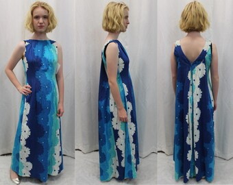 50s / 60s blue to white retro flower hawaiian dress in barcloth with a drape back panel modern size medium