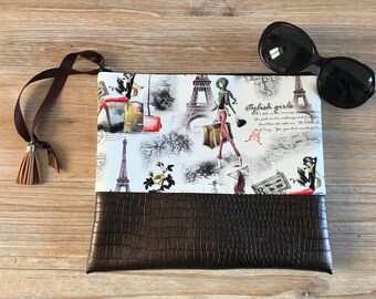Zippered clutch in faux leather chocolate and printed Paris