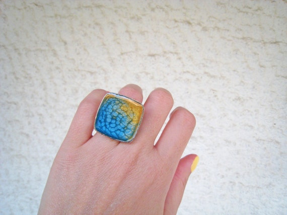 Blue yellow ombré resin ring, multicolor psychedelic glass ring, big chunky square ring, tie dye boho chic jewelry, color block