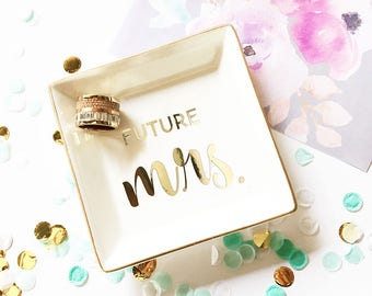 Engagement Ring Holder Engagement Ring Dish Engagement Gifts for Couple Bride Engagement Gifts for Her Bride to Be Gift Bride Gift (EB3180T)