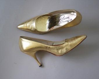 Jahrgang 1960 Schuhe / 60er Jahre gold Leder Fersen / 60er Jahre metallic-Pumps / 60er Jahre Stiletto Heels / 60er Jahre Spitzen Zehe Fersen / 60er Jahre warm goldene Pumpen / 7,5