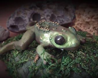 witchy green frog dark mori brooch