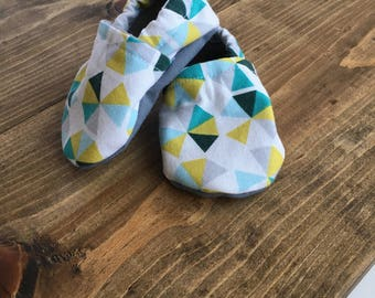 crib shoes, soft baby shoes, baby boy shoes, geometric print baby shoes, 3-6m, baby shower gift