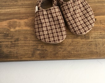 crib shoes, soft baby shoes, gender neutral baby shoes, brown plaid baby shoes, 3-6m, baby shower gift