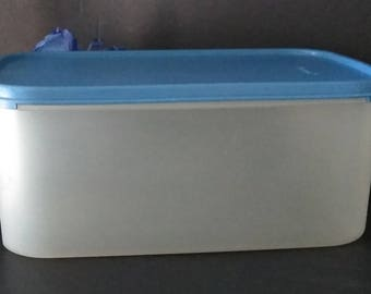 Tupperware 1609 Food Storage Container....PreOwned in Excellent Condition