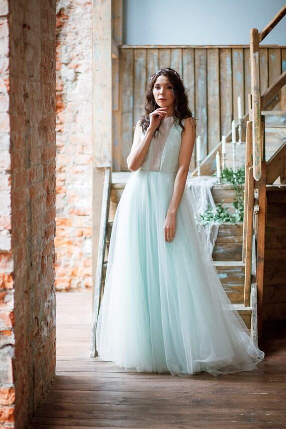 Menta ist Mint Brautkleid mit einem offenen Rücken und ein