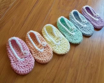 Button Me Up Baby Slippers.   Instant Download Crochet Pattern for baby booties.