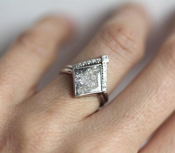 Diamond Set Grey Diamond Slice Ring with V Shaped Diamond