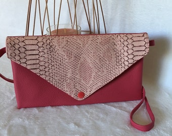 Clutch in faux leather fuchsia and pink