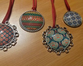 Necklace - Red patterns