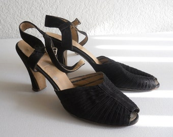 vintage 1940's pleated black strap Jay Bee peep toe sandals *** PRICE REDUCED ***