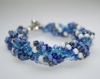 Bracelet, blue white, seed beads, heart-toggle, sea freshness