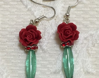 Red Rose & Green Earrings / Green and Red / Women's Fashion / Valentine's Day / Flower Earrings / Dangle Earring / Earrings / Jewelry
