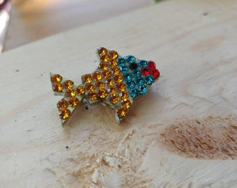Vintage brooch signed by IDEMARIA • Signed vintage jewel • Fish brooch in bright colored stones • Montreal vintage shop