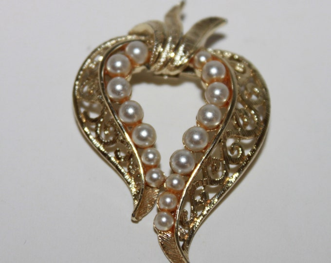 Vintage Gold tone Heart Shaped Brooch with imitation Pearls