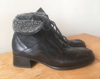 Vintage 90s Black Leather Ankle Boots with Grey Fleece, Cuff Boots, Lace Up Boots, Vintage Booties, Women's Boots, Size 8