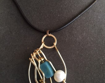 Artistic Pendant with two Pearls