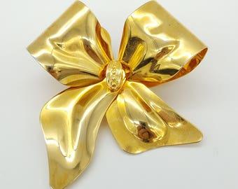 Vintage Decorative Gold Tone Bow Brooch