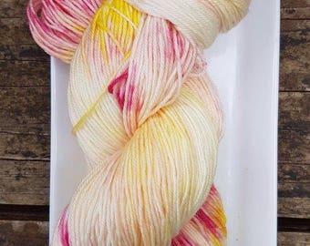 Free Shipping Canada,  USA Hand Dyed,  Merino, Superwash 4 ply sock yarn 100G, 400m Blancmange yarn, fingering sock yarn, speckled yarn
