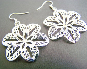 Silver Flower earrings - sale of the day - silver filigree - beach - Flower earrings - simple and light weight earrings - flowers