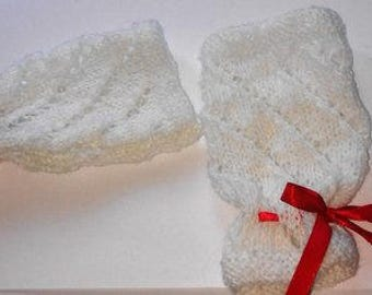 white crochet woman gloves