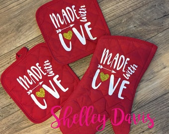 Made With Love™ Oven Mitt Set