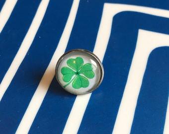 St Patricks Day Shamrock glass cabochon lapel pin- 16mm