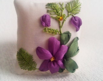 Mother's gift Wrist pincushion Hand embroidered pincushion Embroidered violets Silk ribbon pincushion Floral pincushion for needls Fabric