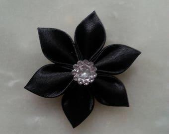 5 cm fleur de satin noire  petales pointus