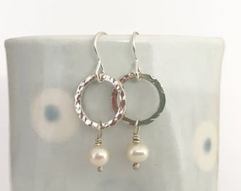 Hammered silver earrings silver and pearl deop earrings circle earrings