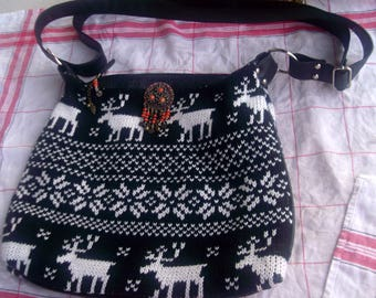 BAG has hand knit... mind spaces...