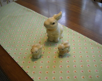 Spring Easter pale green table runner 62 by 13 and four napkins