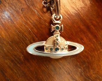 COLLIER VIVIENNE WESTWOOD - un classique de la marque - avec sa pochette et sa boite d'origine