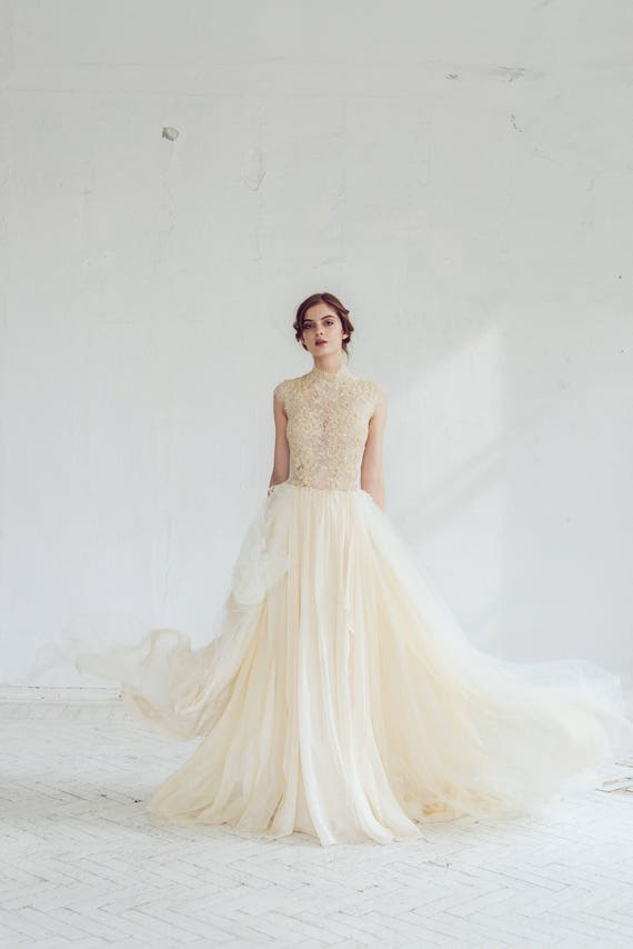 Lace wedding dress / Peitho / Tulle wedding gown champagne