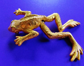 JJ Jonette Neat Gold Tone Climbing Frog With Moving Legs Brooch pin