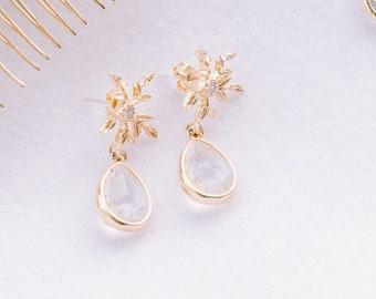 winter bridal earring, vivi, SnowFlake earrin, Winter bridal earring, Bijoux, Bridal jewelry, Wedding accessories,winter wedding, Cz Earring