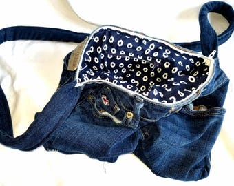 Hollister Butt Bag with navy and white lining