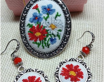 "Micro Embroidered set ""Field flowers"" Hand embroidered pendant Embroidered jewelry Embroidered necklace"
